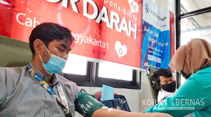 Dukung PMI, FIF Group Donor Darah Massal